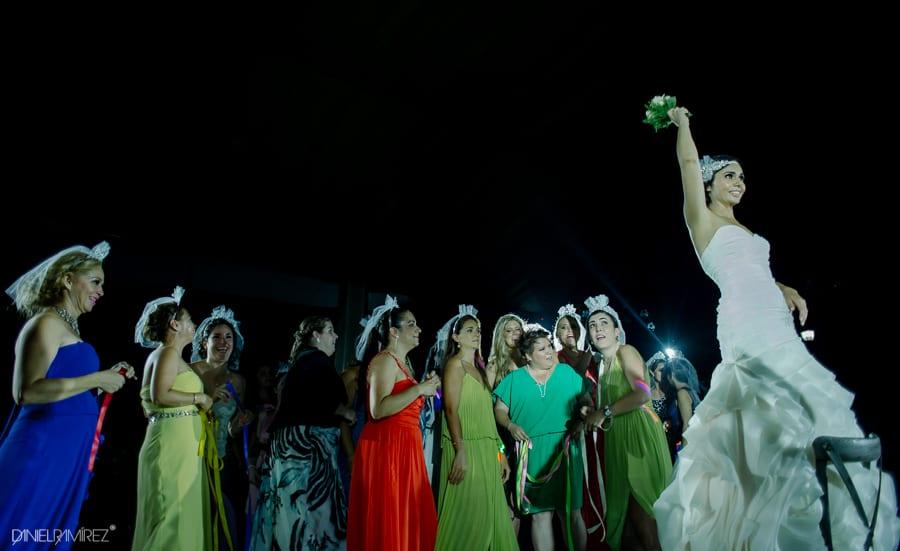 fotos de ramo y liga en bodas