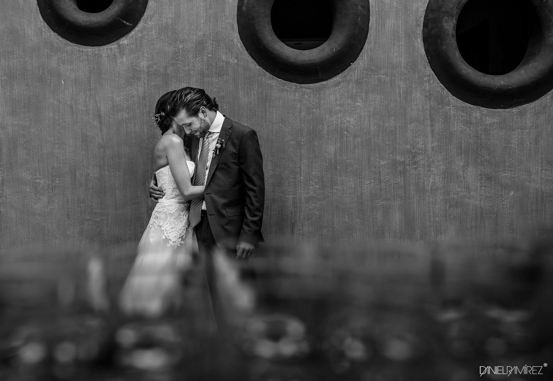 bodas en rojo azafran