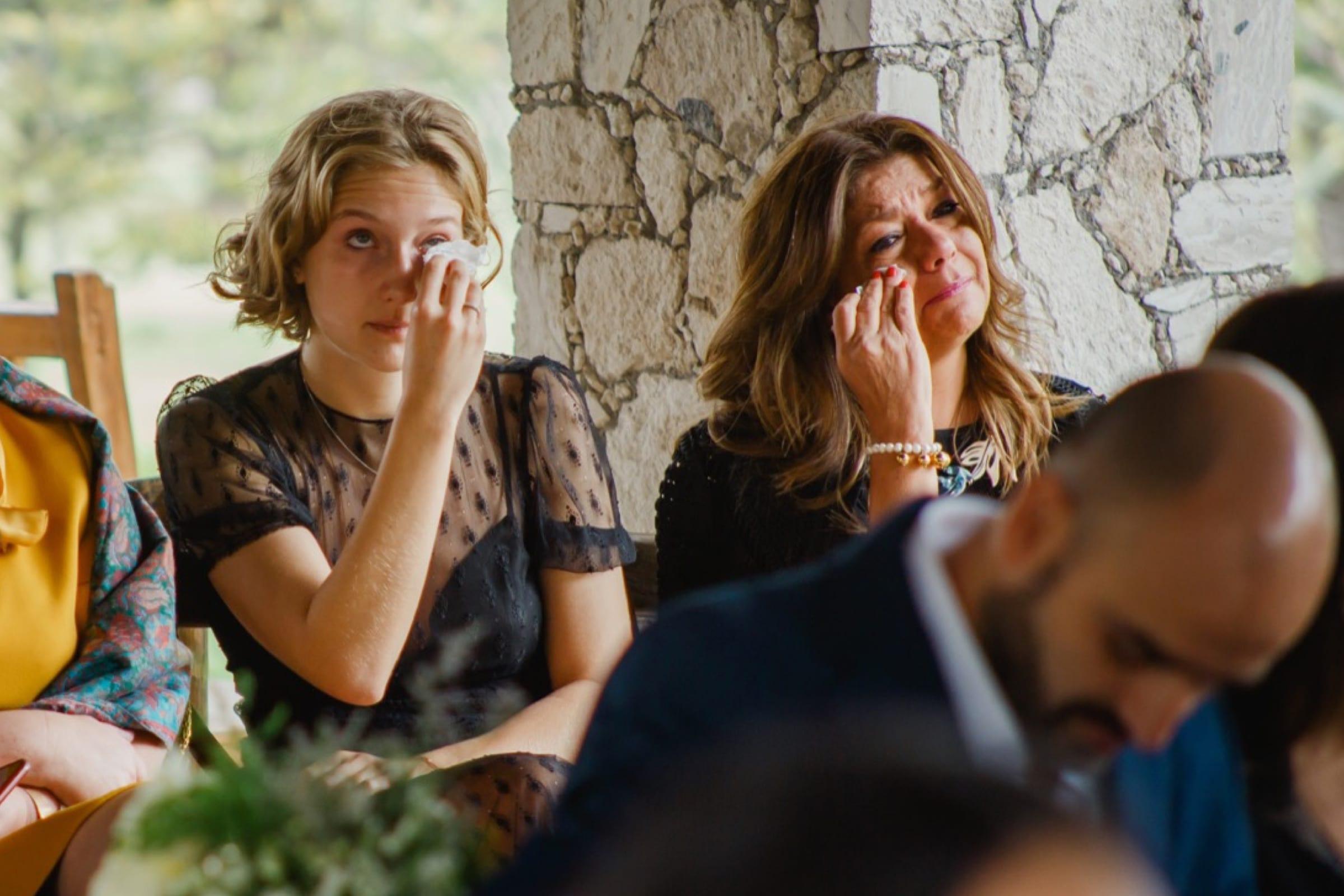 llorar en las bodas